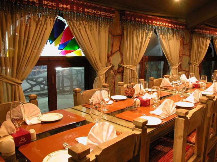 restaurant4 ایده های مهم دکوراسیون و چیدمان رستورانها