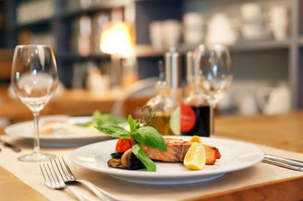 restaurant5 ایده های مهم دکوراسیون و چیدمان رستورانها