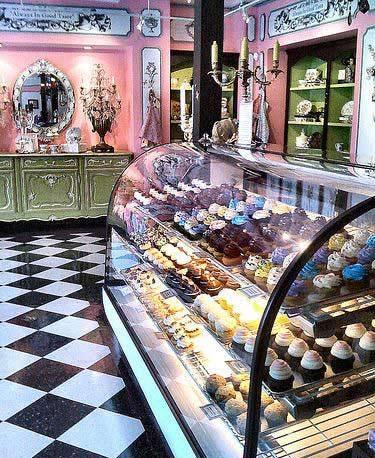 pastry shop2 ایده هایی برای طراحی دکوراسیون داخلی مغازه قنادی