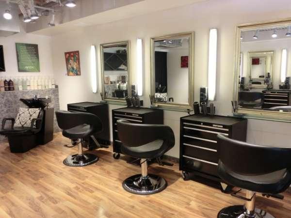 hairdressers decoration1 دکوراسیون آرایشگاه مردانه