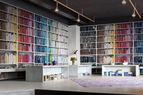 bookshelves کتابخانه