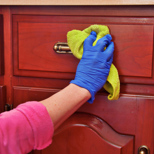 The correct way to clean up the wooden kitchen cabinets 2 روش صحیح پاک کردن کابینت های چوبی آشپزخانه