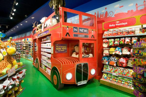 LO hamleys دکوراسیون مغازه اسباب بازی